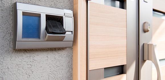 電子ロックが普及されている家の玄関